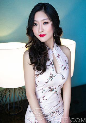 Young Asian member Ziyi from Zhengzhou and her favorite holidays